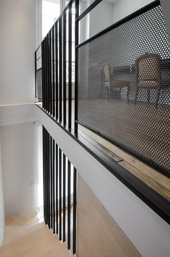 escalier métal brut                                                                                                                                                                                 Plus
