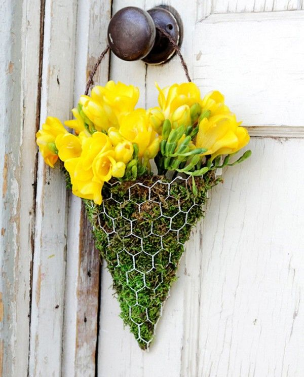 This hanging vase can work out with small garden :) Very simple to make, hope u guys like this #garden #flowers