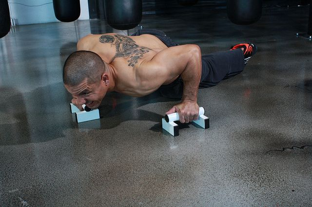 Ah, the classic pushup. You've been doing it for years to gain strength and work your whole body. But we may be fudging up the form of it a little bit. http://chiropractoraurora-thejoint.com/southlands/3-pushup-mistakes-you-could-be-making-and-how-to-fix-them/?utm_source=Pinterest.com