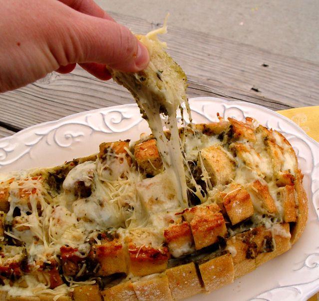 Cheesy Pesto Bread: Chee Breads, Pesto Breads, Pesto Pullapart, Cheesy Pesto, Campfires Recipe, Pesto Pulled Apartment, Pullapart Breads, Basil Pesto, Pulled Apartment Breads