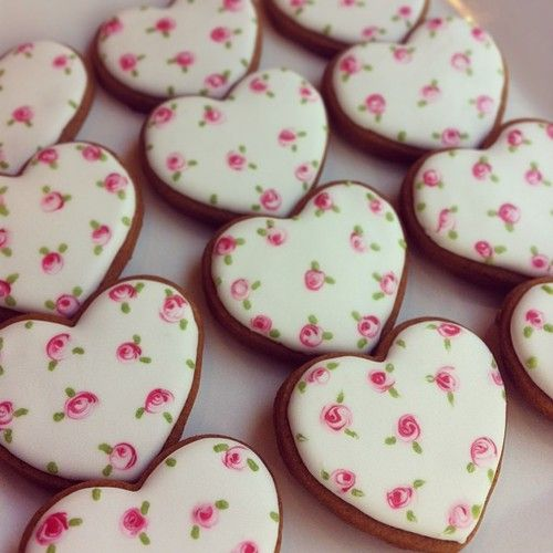 ❤Wet On Wet Valentine's Day Cookie Idea. Obviously could never make these, but look how pretty!