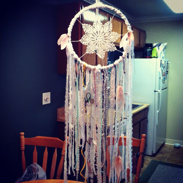 DIY dream catcher....love making dream catchers!! Got to try this one!