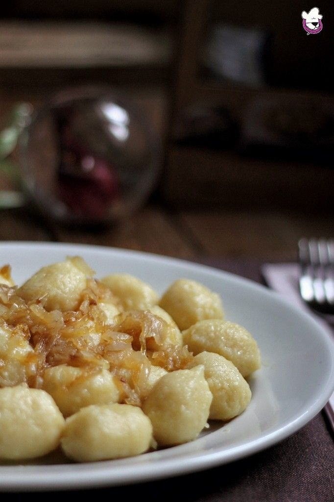 Gnocchi ripieni di gorgonzola con cipolle caramellate  Un primo piatto ricco di gusto e profumo  Ricetta -> http://blog.giallozafferano.it/sognandoincucina/gnocchi-ripieni-di-gorgonzola-con-cipolle-caramellate/
