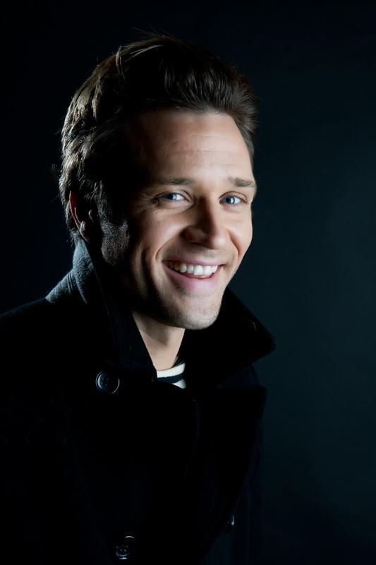 Seamus Dever....As Kevin Ryan on 'Castle'. And maybe the cutest homeside detective, EVER!!!