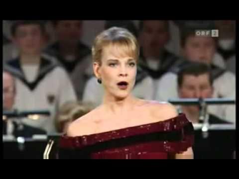 ▶ Elīna Garanča - Ave Maria (Mascagni) - YouTube