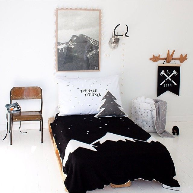 Black, white and wood - kids room - sobeaubaby