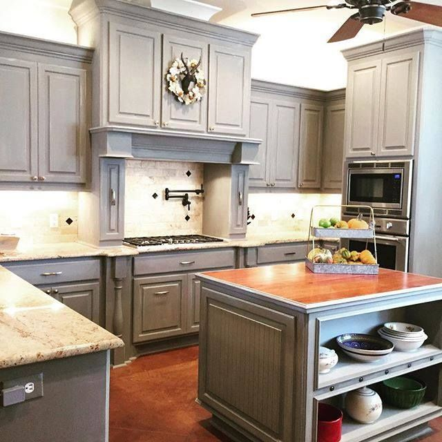 look at this gorgeous kitchen that amanda foxx painted in chalk paint in paris grey. beautiful ideas. Home Design Ideas