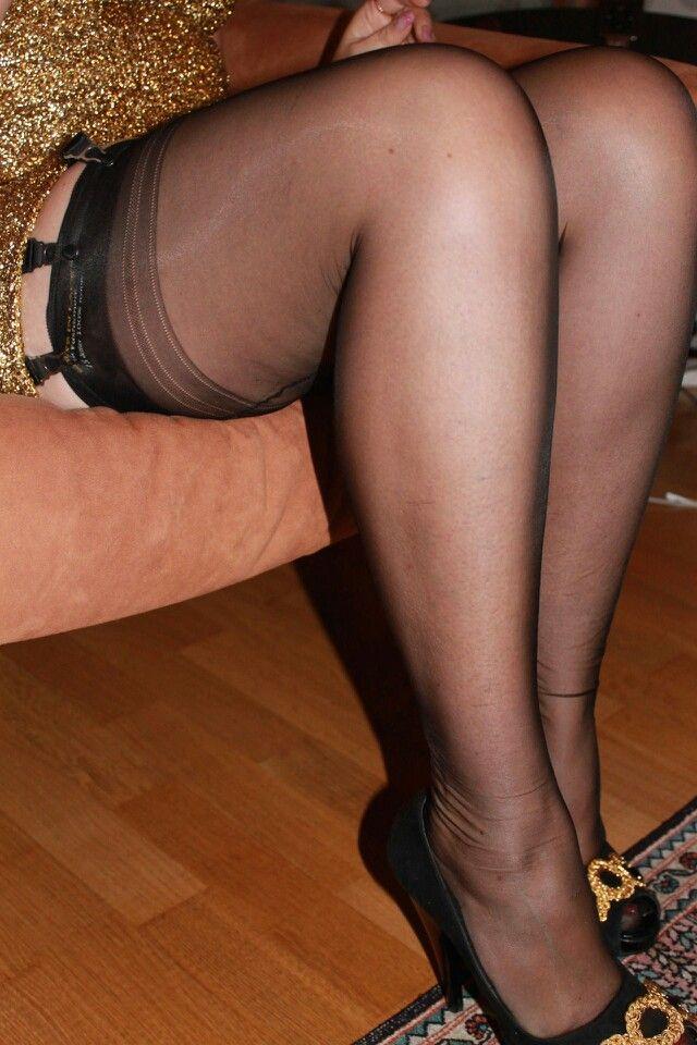 Mature legs skirts seduction exhibition stockings
