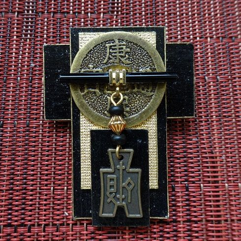 asian brooch cross charm glass pin black bronze chinese coin brooch art deco kimono jewelry metallic gold pin kawaii dojo gong artisan