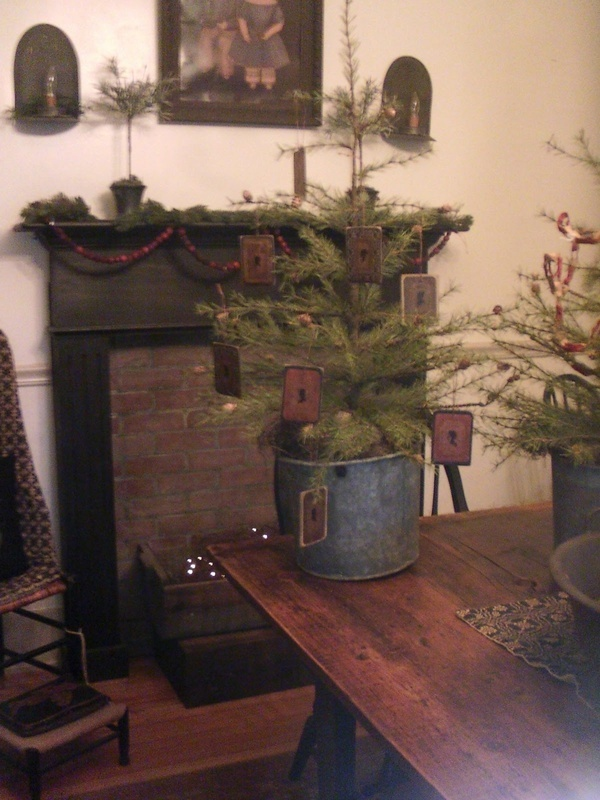 18 best christmas trees   colonial   primitive country Modern Couch Hump Back Sofa