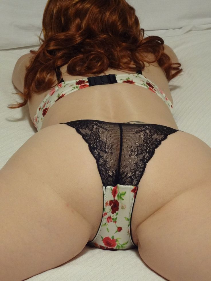 Asses in lacy panties