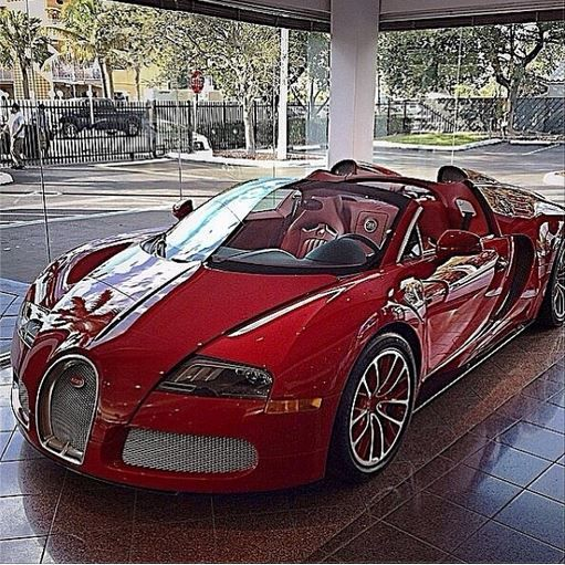 "They were not called ""dream cars"" for nothing. I LIKEZZZ ** Bugatti. Me likes to dream too."