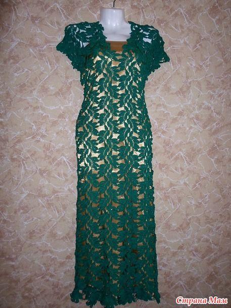 Платье мое, потому что вязала его я. А не мое, потому что не для себя. Обожаю ленточное кружево. Если приноровиться, то сложного ничего нет.. Ленты скрепляю в процессе вязания.
