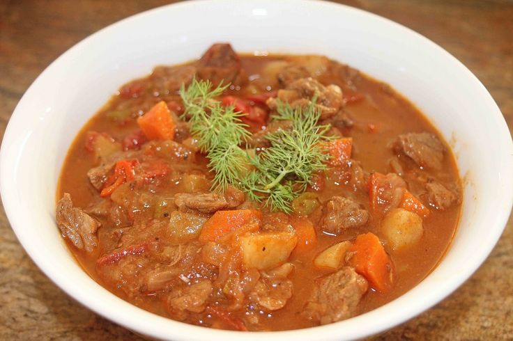 Il goulash è il piatto tipico nazionale ungherese e nel corso dei decenni da piatto povero si è trasformato in ricetta apprezzata in tutta Europa.