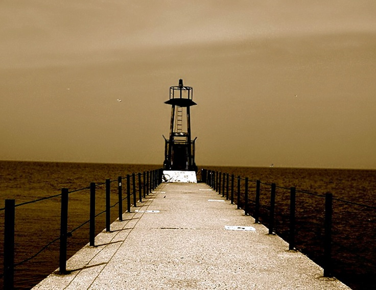 Light house at the rogers park pier in chicago