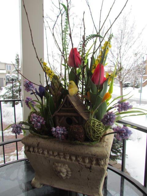 Spring Bulb Garden! A complete miniature garden that will brighten the heart and bloom spring fragrance ! Created by www.grandentrancedesign.com #spring #garden
