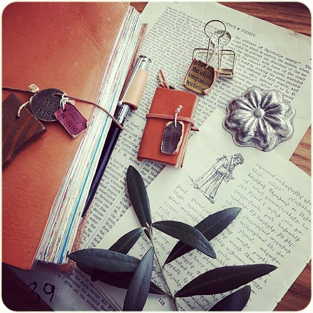 ★ 今年は手帳にはまったなぁ… みなさんと、楽しい手帳の話が出来たから続けられたのだと思います✧ #ほぼ日手帳#ほぼ日#ほぼ日手帳カバー #トラベラーズノート#ステーショナリー#オリーブ#hobonichi #hobonichitecho #travelersnotebook #travelersnote #journals #journaling #journallove #planner #planneraddict #plannerlove #stationery #oldpaper#olive#green
