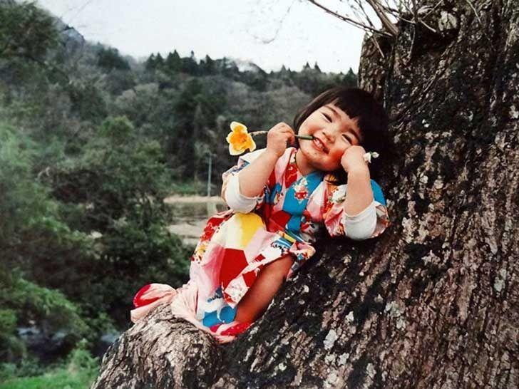 Conoce a la niña japonesa de 4 años que conquistó al mundo con sus simples aventuras