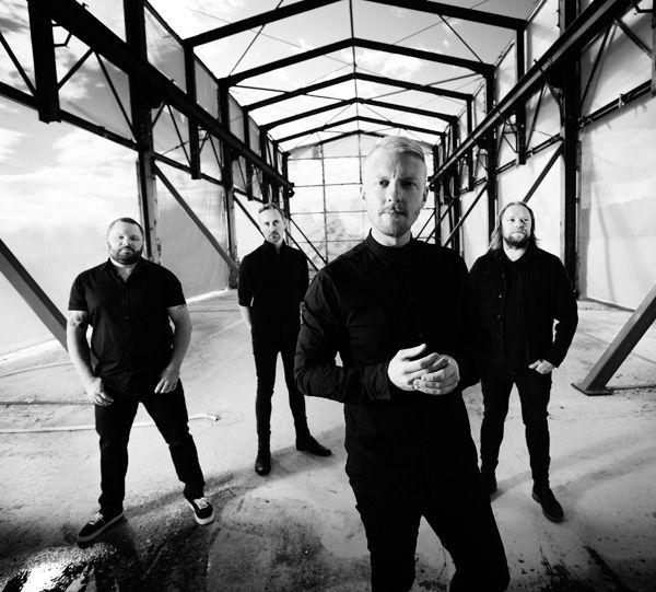 Norske Skambankt spiller en fandenivoldsk blanding af punkrock, rock 'n' roll og hård rock og slår ikke mindst live en særdeles proper næve