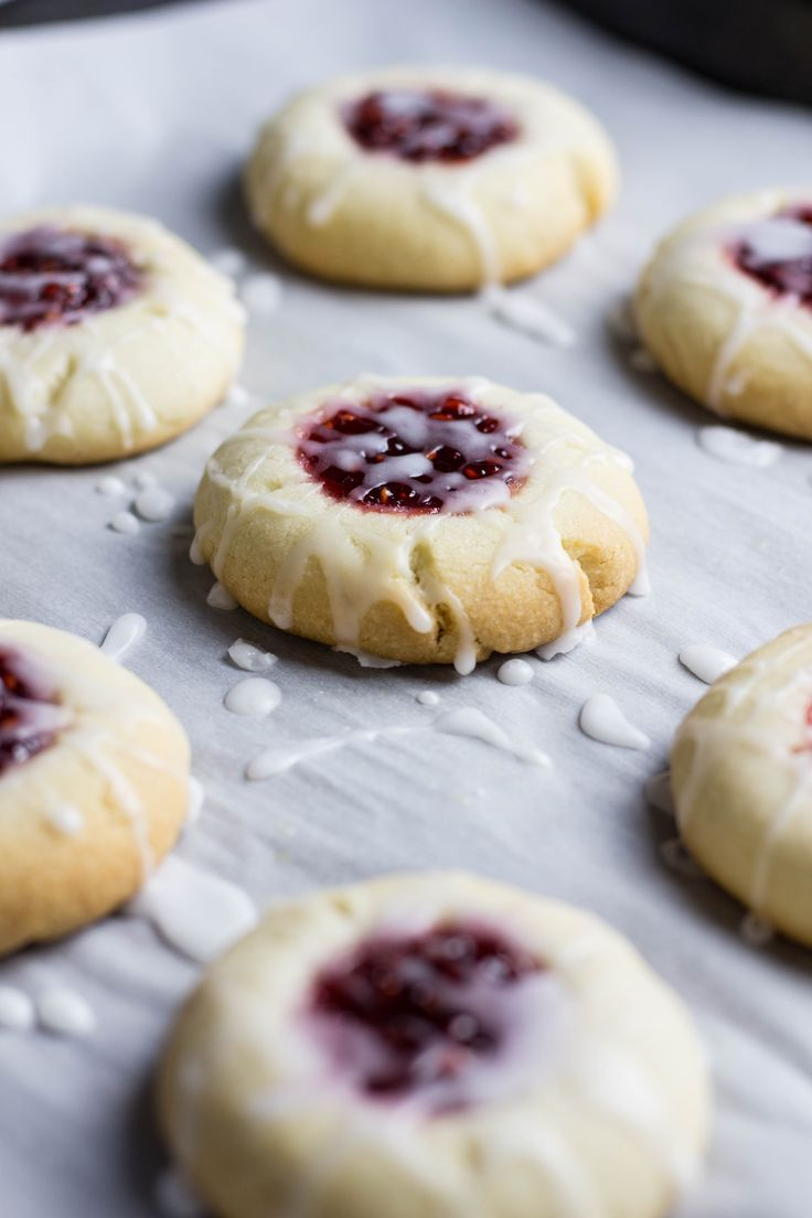 Looking for the best cookie recipe to make? Check out these mouthwatering Raspberry Almond Thumbprint Cookies! They have an amazing soft and crumbly texture and the great balance of raspberry and almond flavor!