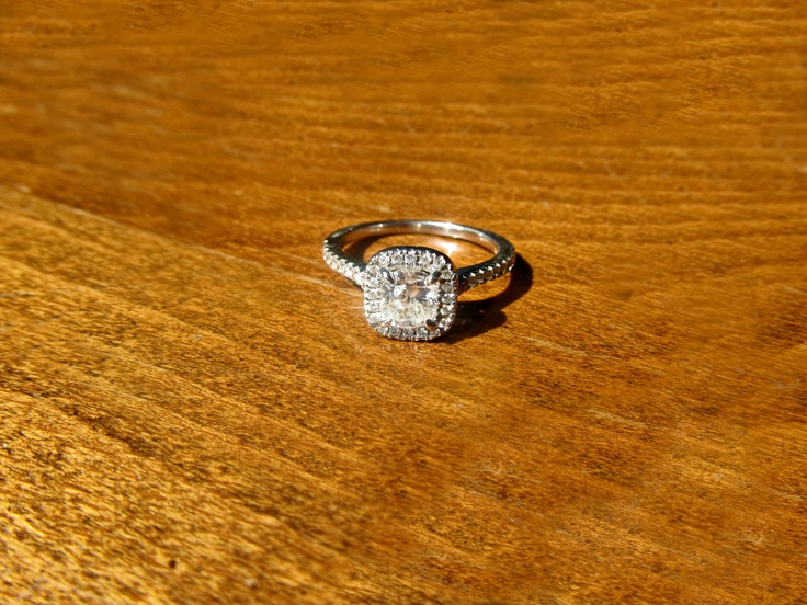 My ring! Cushion cut and perfect... Lucky me!! :)