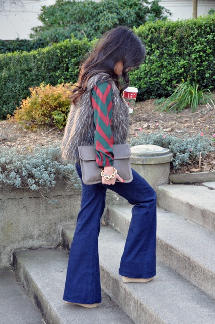 chevron blouse, fur vest, wide leg jeans, big clutch, chain bracelet & a starbucks (replace w/jamba).  FAB!!!!