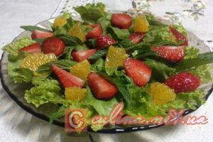 Изысканный салат с клубникой