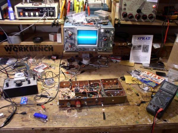 Как следует оборудовать рабочее место радиолюбителя? Что требуется для комфортного творчества? #diy #electronics #электроника #радиолюбитель