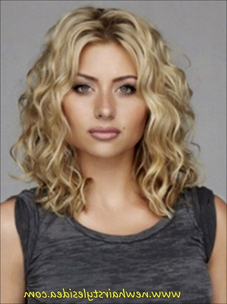 medium length curly haircuts die besten 25 volumenwelle ideen auf frisuren 1635