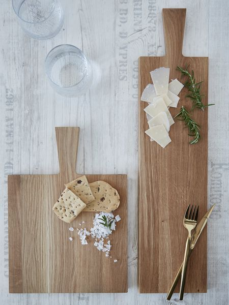 Our stylish natural oak serving and chopping boards are beautifully hand crafted.