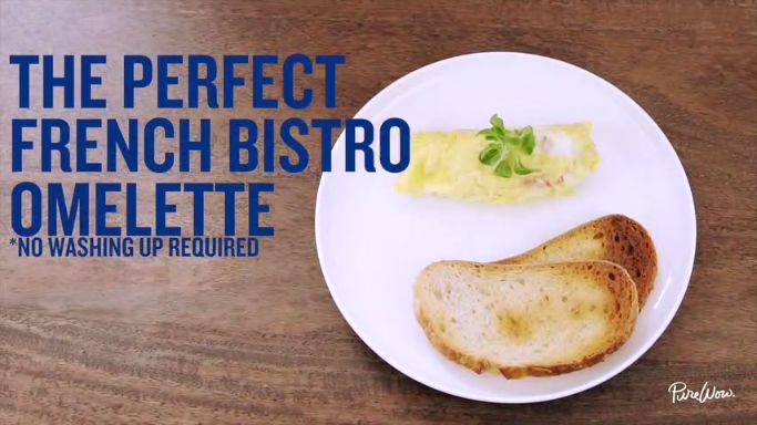 We love a good omelette for breakfast every once in a while, but dirtying up all those bowls, pans and utensils makes cleaning up a hassle. Luckily, we discovered a trick for cooking the perfect French bistro-style omelette...sans mess.