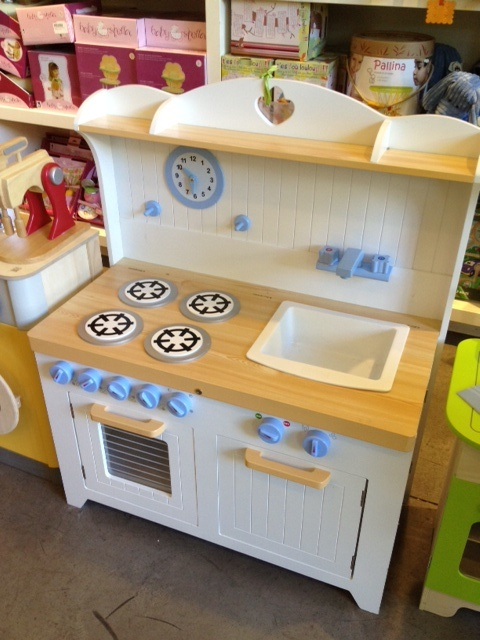 Guidecraft kitchen for your little ones to start cooking!