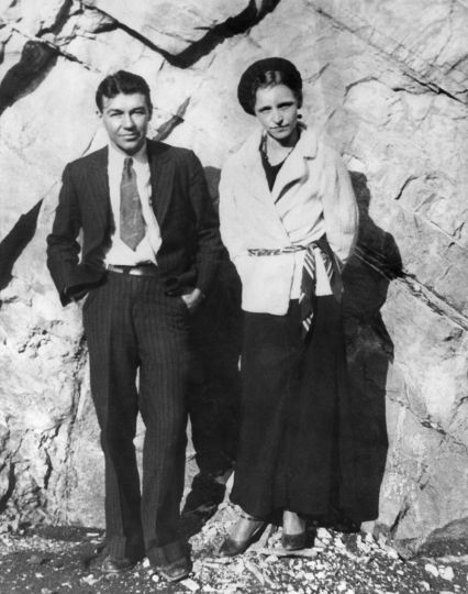 Infamous outlaws Bonnie Parker and Clyde Barrow are suspected of ...