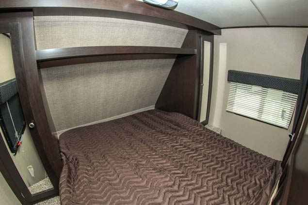2016 New Dutchmen KODIAK EXPRESS Travel Trailer in Washington WA.Recreational Vehicle, rv, 2016 DUTCHMEN KODIAK EXPRESS, This new Dutchmen Kodiak Express 223 RBSL has a great floor plan with one slide out. The main living area comes equipped with a booth dinette that doubles as a place to sleep and entertainment center with stereo and TV hookups. The kitchen comes equipped with a three burner stove top with oven, microwave, double bowl sink, and a two door stainless steel refrigerator. The…