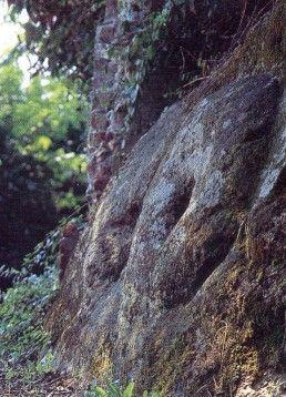 """""""Pansa d'la roca"""" (Pancia della rocca) [Apre una nuova finestra]"""