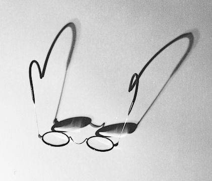 Τα γυαλιά του Καβάφη (φωτό: Γ. Τσακνιάς, 2003)
