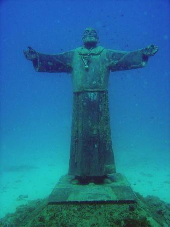 tremiti   Tremiti Islands Italië / Statue de Padre Pio immergée