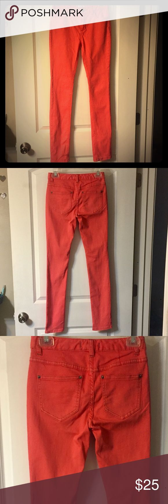 Free People Coral Skinny Jeans sz 25, hardly worn! Free People Skinny Jeans size 25- awesome bright coral color and in like new condition since these were hardly worn! Free People Jeans Skinny