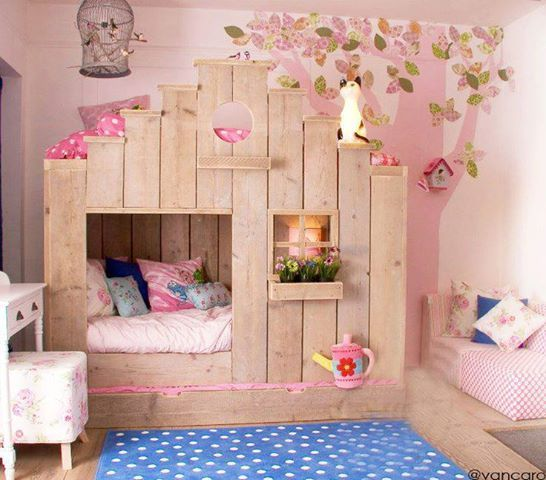 DECOR:: GIRLS' BEDROOM:: INSPIRATION ~~ this would be a great bunk bed for the girls room @Melissa-TheHappierHomemaker
