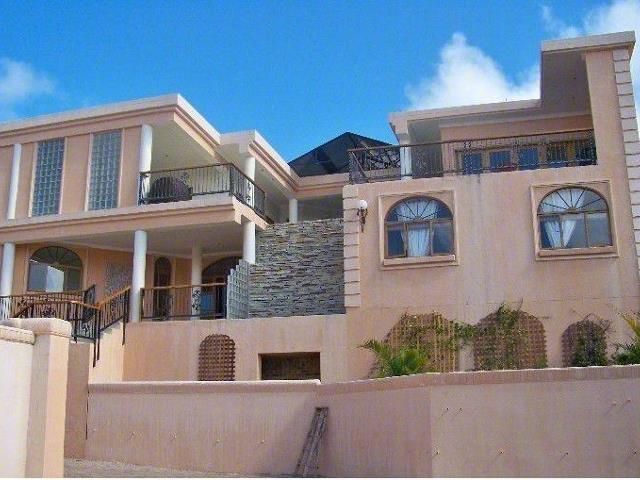 5 bedroom House for sale in Uvongo for R 3225000 with web reference 102712675 - Proprop Hibiscus Coast