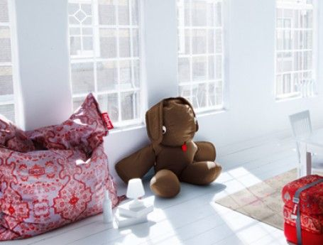 Fatboy   Zook.nl   stijlvolle, hippe zitzak met rode print in witte kamer
