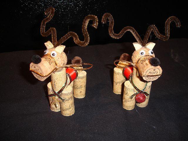 Wine cork reindeer ornaments, adorable!