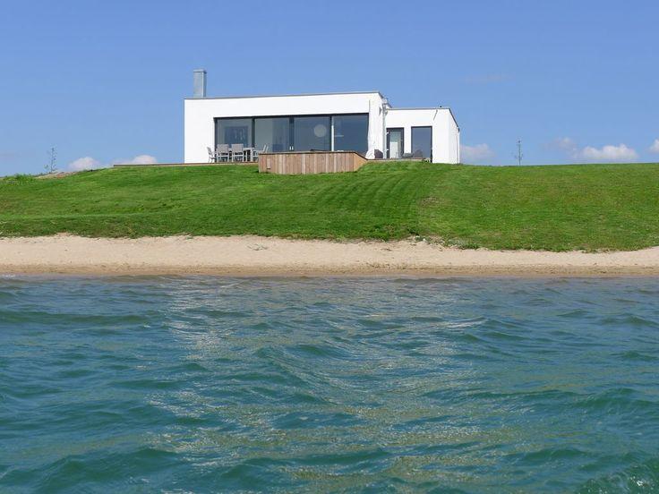 Haus am See mit Privatstrand C im Löbnitz: 3 Schlafzimmer, für bis zu 8 Personen. Privatstrand! Haus 'California' mit Kamin, Sauna & Whirlpool direkt am See   FeWo-direkt