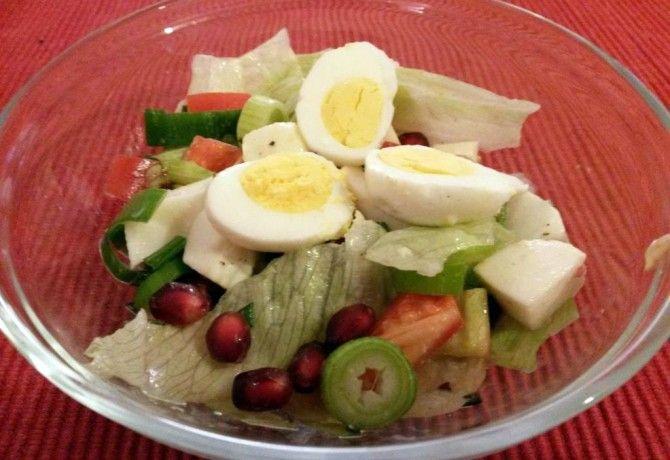 Fürjtojásos-gránátalmás saláta