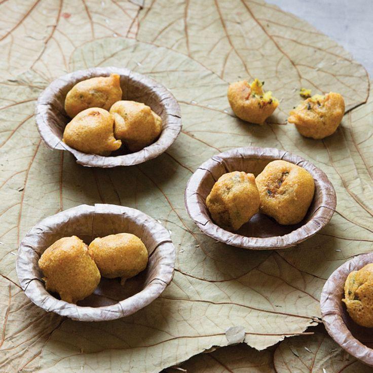 Aloo Bonda (Indian Mashed Potato Fritters)
