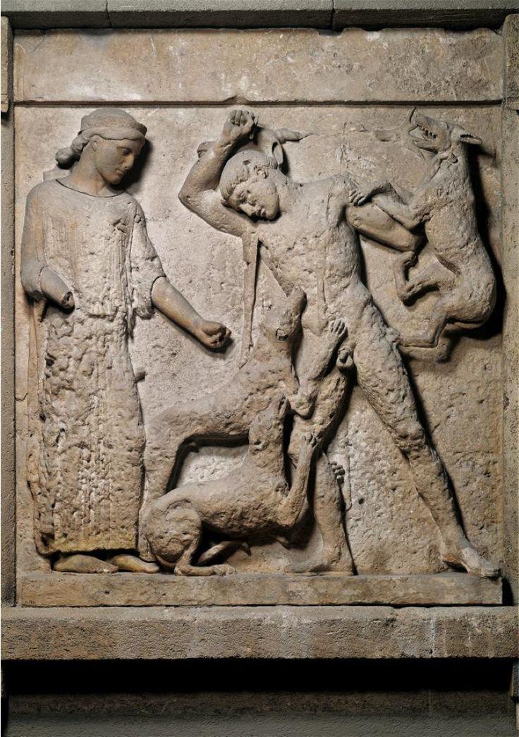 De dood van Aktaion ~ Metope van de Tempel van Hera en Selinunte ~ ca. 460 vC. ~ Tufsteen ~ 162 x 140 cm. ~ Museo Nazionale, Palermo