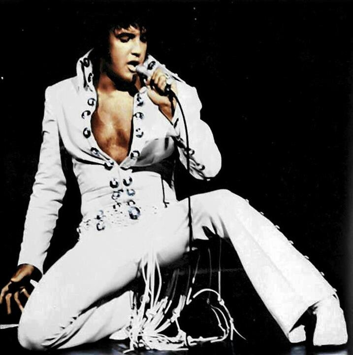 Elvis in concert - He wore this kind of outfit when I saw ...