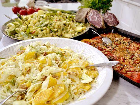 Paprikagratäng, potatissallad och apelsinsallad med fänkål | Recept.nu