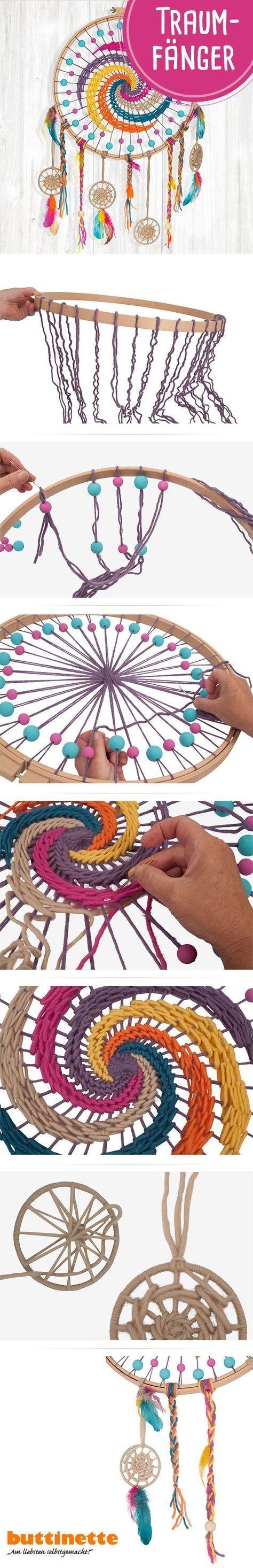 Bastelt Euch einen Traumfänger in wunderschönen Boho-Farben. #Traumfänger #Dreamcatcher #selbermachen #DIY #buttinette #Anleitung #Wolle #Garne #Federn #Tutorial #Boho #Bohostyle