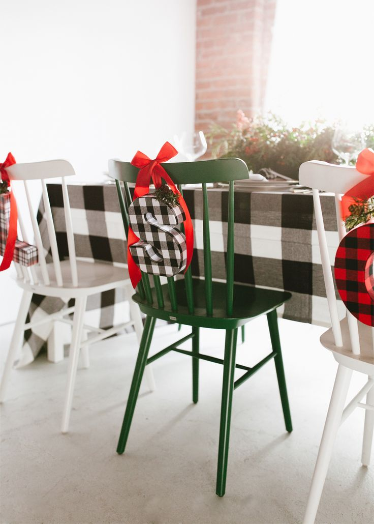 a traditional plaid christmas tabletop gets a modern twist | coco kelley #christmas #tabletop #entertaining #plaid